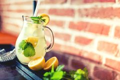 Lemon and mint lemonade, fresh summer refreshment Stock Photography
