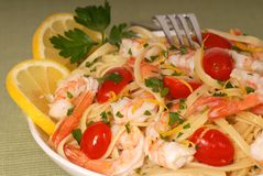 Lemon pasta with shrimp Royalty Free Stock Images