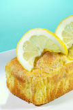 Lemon pound cake with lemon slices Royalty Free Stock Photos