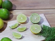Lemon slices on a wooden chopping board, Fresh lemon and leaves Stock Photography