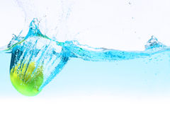 Lemon under water splashing Royalty Free Stock Photography