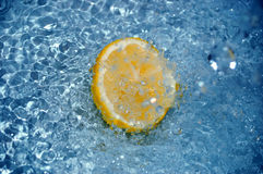 Lemon in water #4 Royalty Free Stock Photography