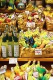 Lemoncello in den verschiedenen Formen verkauft im Markt in Amalfi Italien Stockfoto