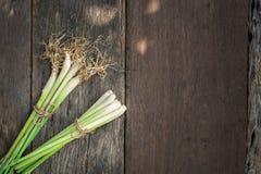 Lemongrass που τίθεται στο παλαιό ξύλινο πάτωμα στοκ εικόνα