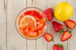 Lemoniada z owoc Truskawki, cytryna Fotografia Stock
