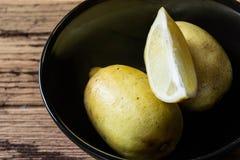 Lemons in  black bowl Royalty Free Stock Photos