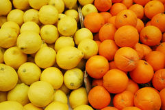 Lemons and clementine on market stand Stock Photos