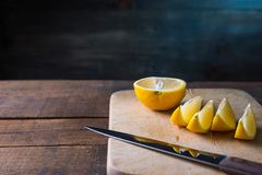 lemons cut on a cutting board Royalty Free Stock Photography