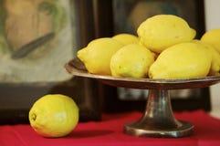 Lemons in fruit bowl Royalty Free Stock Photos