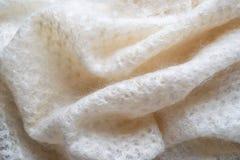 Lenço branco do fluff da cabra imagens de stock