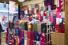 Lenço de pescoço e lenços na venda Imagens de Stock Royalty Free