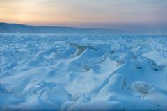 Lena Pillars al tramonto sul fiume Lena nella Repubblica di Sakha, Siberia immagini stock libere da diritti