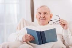 Lendo seu livro favorito Imagens de Stock Royalty Free