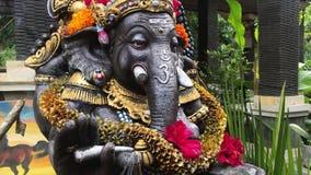 Lengte van kleurrijke dichte omhooggaand van Ganesha stock video