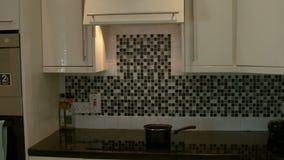 Lengte van teller keuken stock videobeelden u lengte van teller