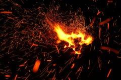Lenha ardente no fim da chaminé acima Imagens de Stock Royalty Free