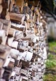 Lenha seca da lenha em uma pilha para a inflamação da fornalha Imagens de Stock Royalty Free