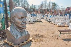 Lenin im Verkauf stockbild