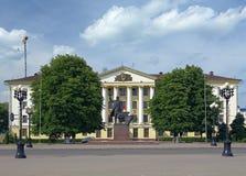 Lenin-Monument- und -sowjetgebäude in Borissow, Weißrussland stockbild