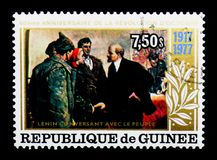 Lenin talar med folket, den 60th årsdagen av den Oktober varven Arkivfoto