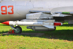 Lenkflugkörper ` Luftoberfläche ` X.25 Block und Block NAR B-8 im Luftwaffen-Museum in Monino Moskau-Region, Russland Stockbild