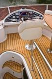 Lenkhelm eines Motorbootkreuzers Lizenzfreie Stockbilder