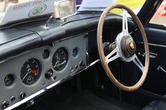 Lenkrad des Retro- Jaguarsaals an einer Ausstellung in Zypern stockfoto