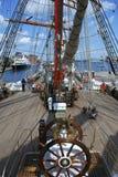 Lenkrad und Plattform eines Segelnbootes Lizenzfreie Stockfotos