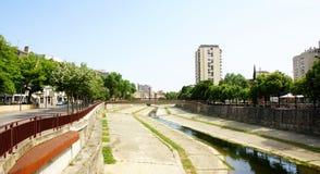 Lenkung des Flusses Onyar lizenzfreie stockbilder