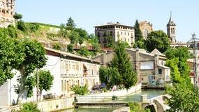 Lenkung im Llobregat-Fluss, wie er durch Gironella überschreitet stockfotos