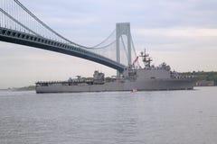 Lenkwaffenzerstörer USSs McFaul der Marine Vereinigter Staaten während der Parade von Schiffen an Flotten-Woche 2014 Lizenzfreies Stockbild
