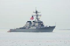 Lenkwaffenzerstörer USSs McFaul der Marine Vereinigter Staaten während der Parade von Schiffen an Flotten-Woche 2014 Stockbilder