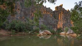 Lennard River talla un barranco imponente a través del Ra de Napier fotografía de archivo