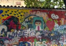 Lennon Wall o John Lennon Wall è una parete a Praga, repubblica Ceca fotografia stock libera da diritti