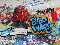 Lennons ściana w Praga fotografia stock