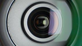 Lens die van videocamera, gezoem de tonen, sluit omhoog