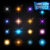 Lens glödeffekt Stor uppsättning av ljusa effekter på en genomskinlig mörk bakgrund Effekten av linsen, solglödet, ljust ljus S Arkivbilder