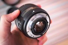 Lens i handslut upp Royaltyfri Foto