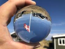 Lensball με τη δανική σημαία στο καλοκαίρι στοκ φωτογραφίες