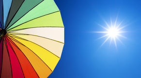 Lensgloed van zonlicht op blauwe hemel Stock Fotografie