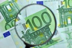 Lente d'ingrandimento dei soldi Fotografie Stock Libere da Diritti