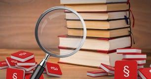 lente d'ingrandimento 3D sopra i libri con le icone di simbolo della sezione Fotografia Stock Libera da Diritti