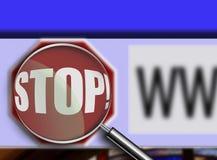 Lente d'ingrandimento sopra il tasto di arresto della finestra di browser Fotografie Stock