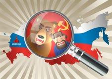 Lente d'ingrandimento sopra una mappa della Russia Fotografie Stock Libere da Diritti