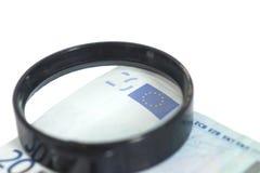 Lente d'ingrandimento su 20 euro Fotografie Stock