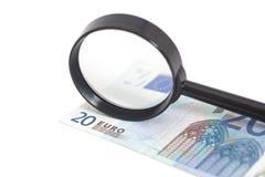 Lente d'ingrandimento su 20 euro Fotografia Stock Libera da Diritti