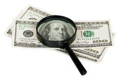 Lente d'ingrandimento sulle note di cento dollari Fotografia Stock Libera da Diritti