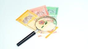 Lente de aumento com cédulas de Malásia Foto do conceito Fotografia de Stock Royalty Free