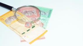 Lente de aumento com cédulas de Malásia Foto do conceito Imagens de Stock Royalty Free