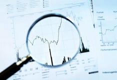 Lente de aumento e cotação Foto de Stock